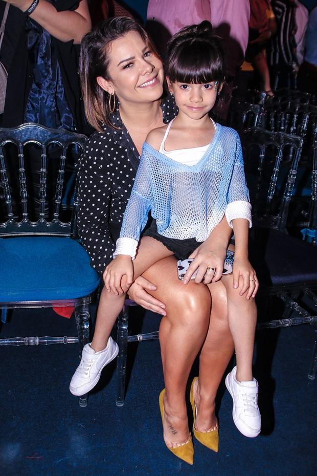 Fernanda Souza e a sobrinha, Isabelle (Foto: Thiago Duran/AgNews)