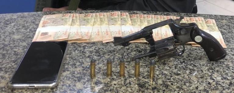 Homem é preso em flagrante com arma em bar de Volta Redonda - Notícias - Plantão Diário