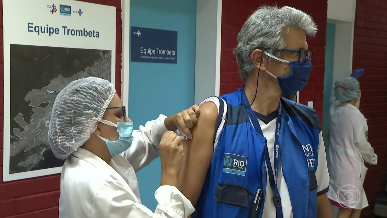 Prefeitura do Rio quer vacinar 66 mil profissionais de saúde com 60 anos ou mais