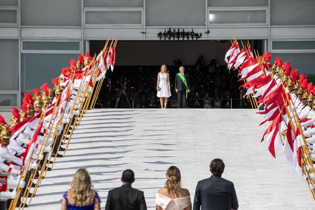 Michel Temer e sua esposa, Marcela Temer, recebem Jair Bolsonaro na rampa do Palácio do Planalto, em Brasília — Foto: Fábio Tito/G1