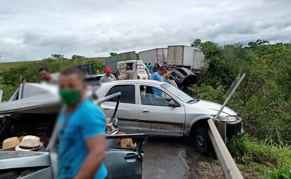 PRF disse que quatro acidentes foram registrados na BR-101, em Cruz das Almas  — Foto: Voz da Bahia