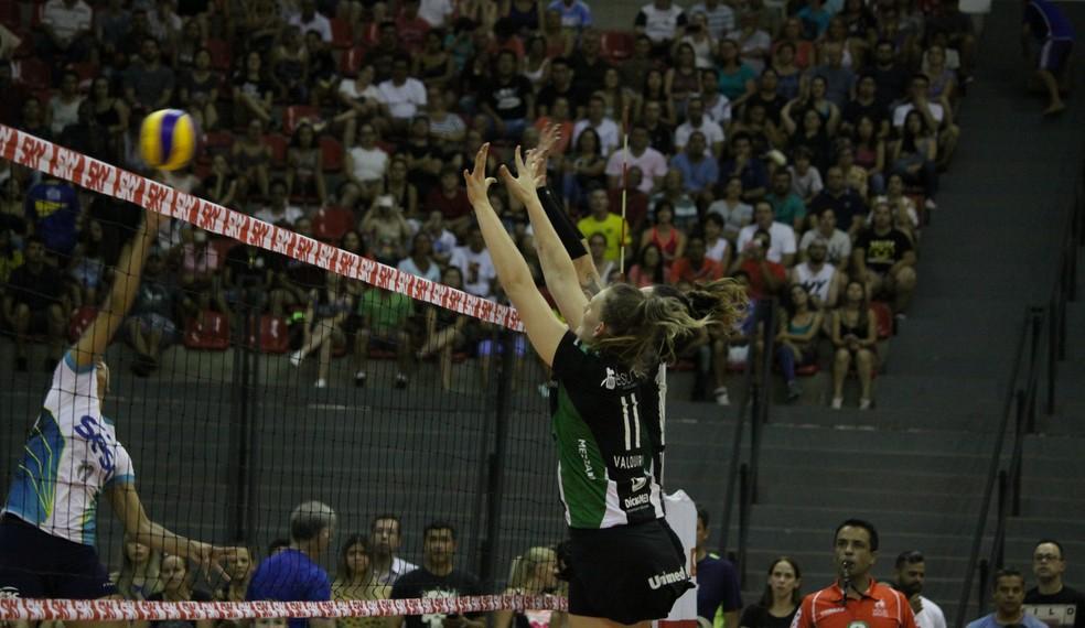 Rio de Janeiro conseguiu segurar o Bauru e vencer por 3 a 2 (Foto: Neide Carlos / Vôlei Bauru)