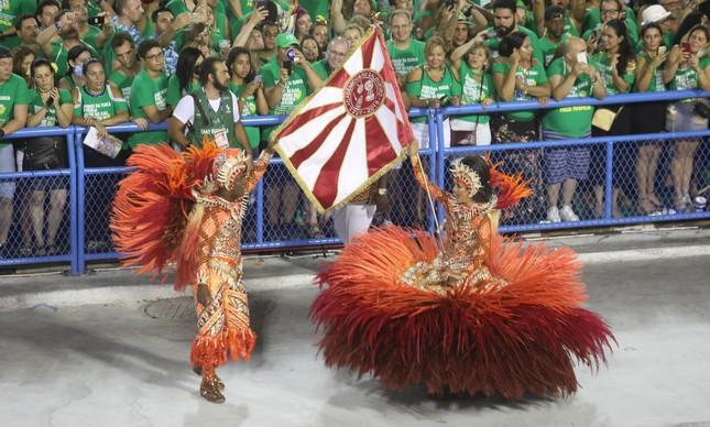 O primeiro casal de mestre-sala e porta-bandeira do Salgueiro, Marcella Alves e Sidclei Santos