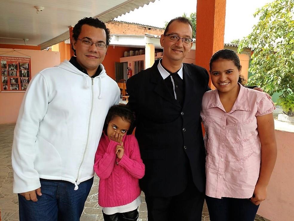 Cleber e Celso Mattos realizaram sonho da paternidade ao adotar filhas; família é de Rio Preto (SP) (Foto: Cleber Mattos/Arquivo Pessoal)