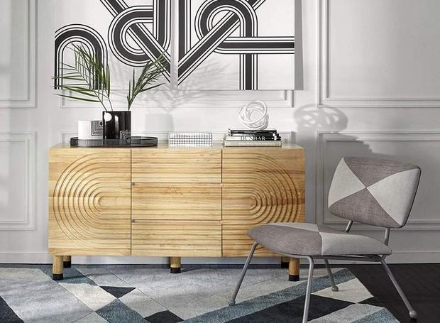 Quando combinados, a cômoda de madeira e a cadeira com estampa geométrica revivem o modernismo da metade do século 20 (Foto: Amazon/ Reprodução)