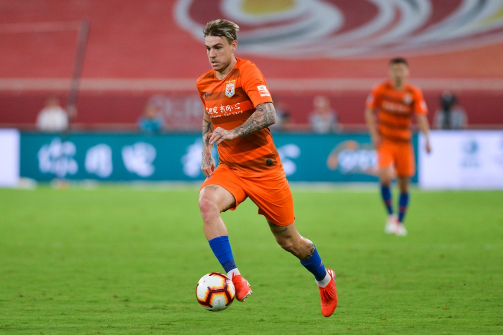 Róger Guedes pelo Shandong Luneng — Foto: Visual China Group via Getty Images