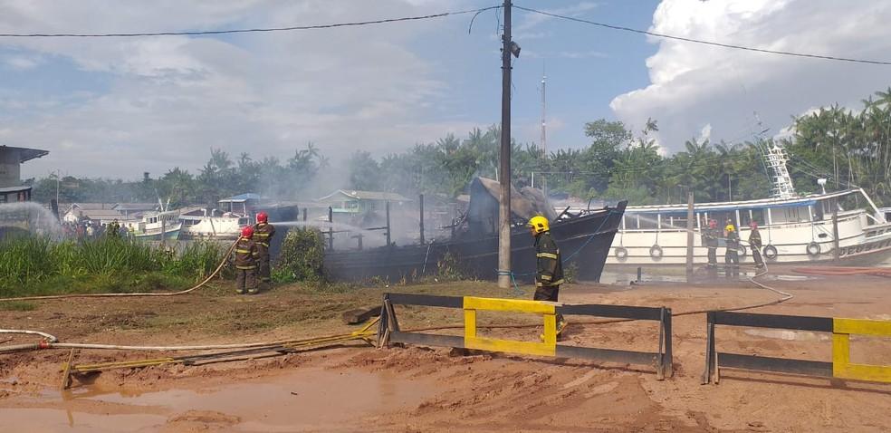 Explosão ocorreu no Igarapé da Fortaleza, local que fica entre as cidades de Macapá e Santana â?? Foto: John Pacheco/G1