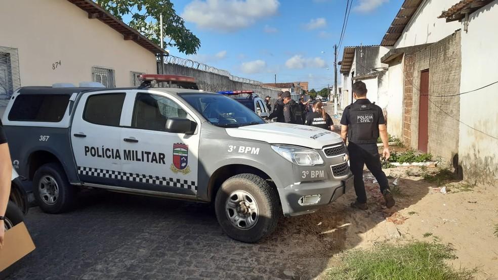 Corpo de homem decapitado foi encontrado em Parnamirim, na tarde do domingo (22) — Foto: Sérgio Henrique Santos/Inter TV Cabugi