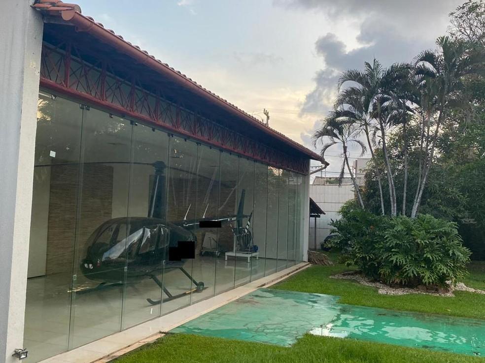 Um helicóptero foi apreendido durante a operação, segundo a PF — Foto: Reprodução/PF