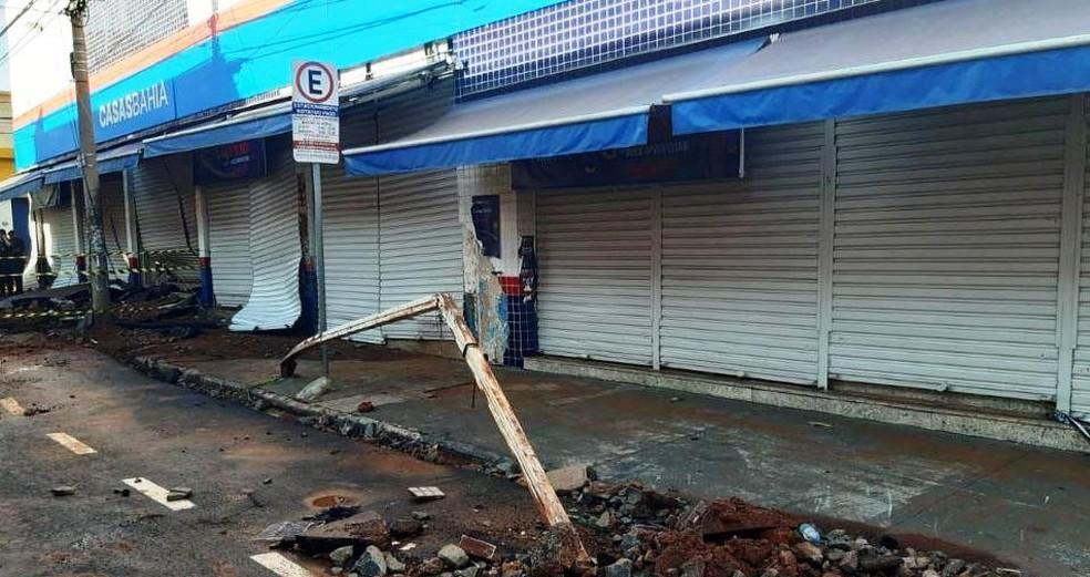 Placas foram arrastadas com a enxurrada em São Carlos — Foto: A CidadeON/São Carlos
