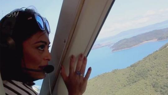 Elenco de 'Totalmente Demais' faz passeio aéreo sobre maior recife de corais do mundo