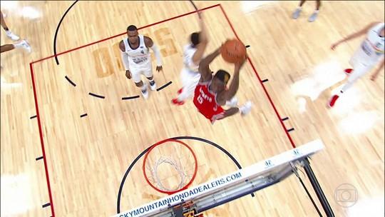 Houston Rockets vence o Denver Nuggets com show do trio Harden, Paul e Capela