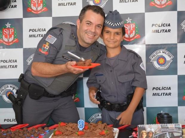 Soldado Marcos Junior Leite quem teve a ideia de fazer a festa (Foto: Arquivo pessoal/Leonardo Moreira)