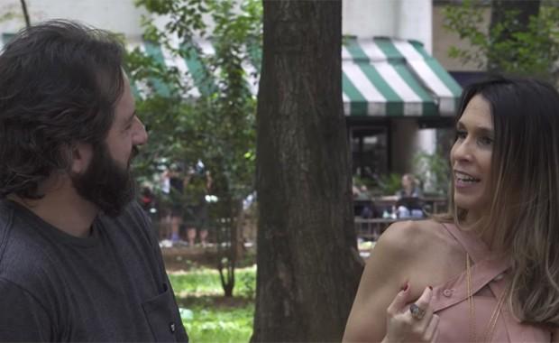 O ator Cesar Baptista e Sarah Oliveira em O Nosso Amor a Gente Inventa (Foto: Hysteria)