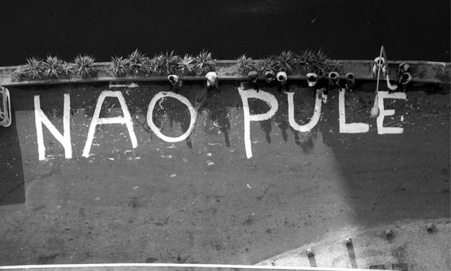 Pedido escrito na pista por funcionários do Hotel Nacional durante incêndio, em 1981