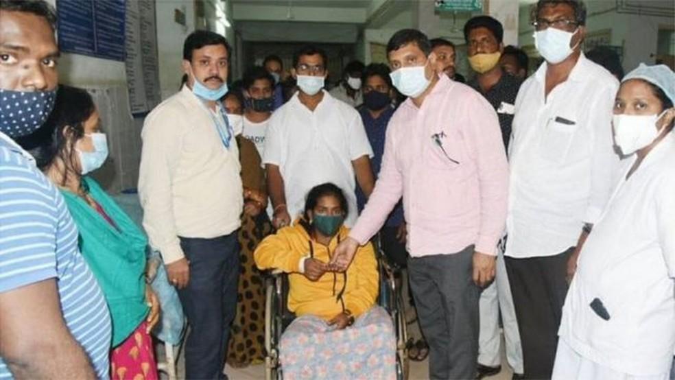 Até agora, exames descartaram relação entre covid-19 e onda de hospitalizações na Índia — Foto: BBC