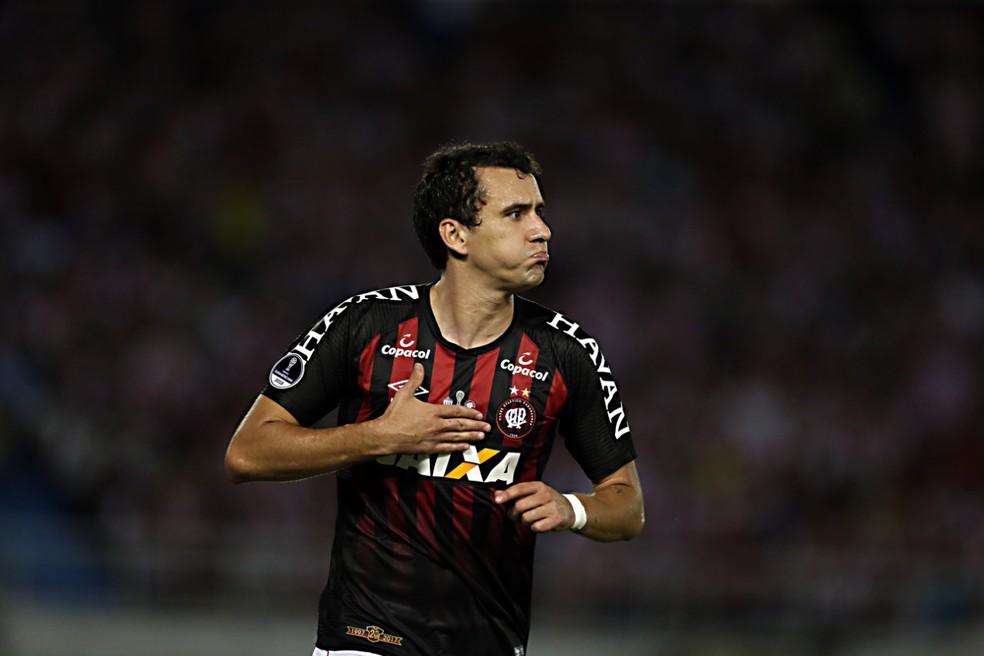 Junior Barranquila Atlético-PR Pablo — Foto: Albari Rosa/Gazeta do Povo