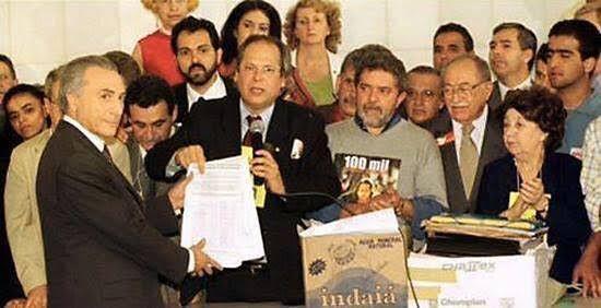 Da esquerda para a direita: Marina Silva (só o rosto, ao fundo); Temer; Agnelo Queiroz (ao fundo, de bigode e barba); José Dirceu, Lula e Miguel Arraes, então presidente do PSB (Foto: Divulgação)