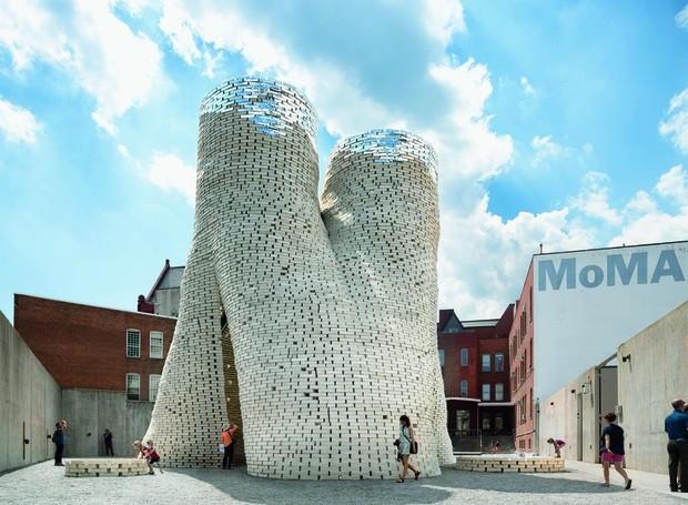Hy-Fi - projeto de salão temporário para eventos no museu MoMA, em Nova York (Foto: The Living/ Reprodução)
