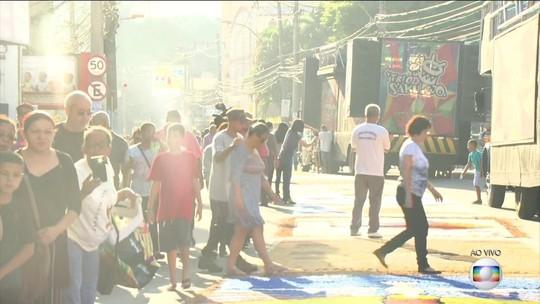 Tapetes de sal enfeitam cidades do RJ na festa de Corpus Christi