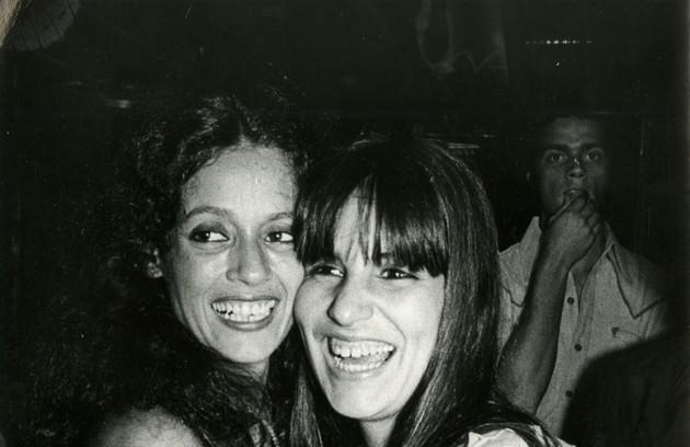 Gloria com Sônia Braga em 'Dancin' Days' (Foto: Divulgação)