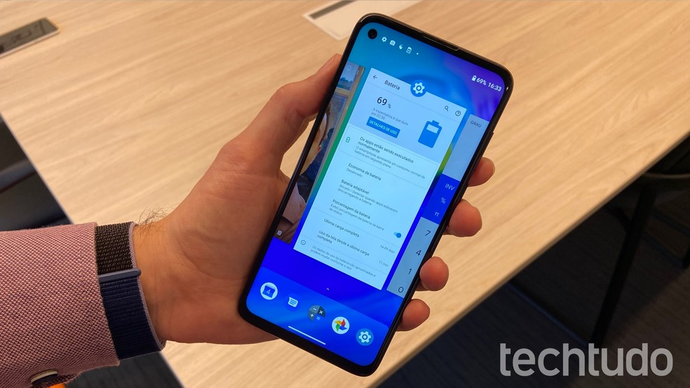 Moto G8 Power: Android 10 traz novo controle por gestos na barra inferior — Foto: Thássius Veloso/TechTudo