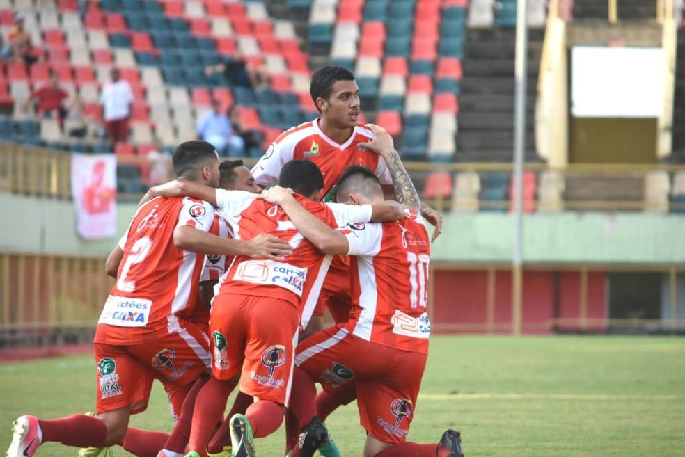Elenco do Rio Branco-AC comemora um dos gols na primeira fase (Foto: Manoel Façanha/Arquivo pessoal)