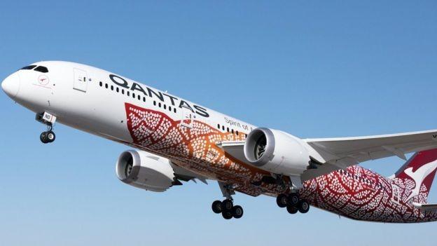 Outra companhia aérea, a Qantas, lançou uma opção sem escalas de 17 horas de Perth, na Austrália, a Londres, no Reino Unido (Foto: EPA/BBC)