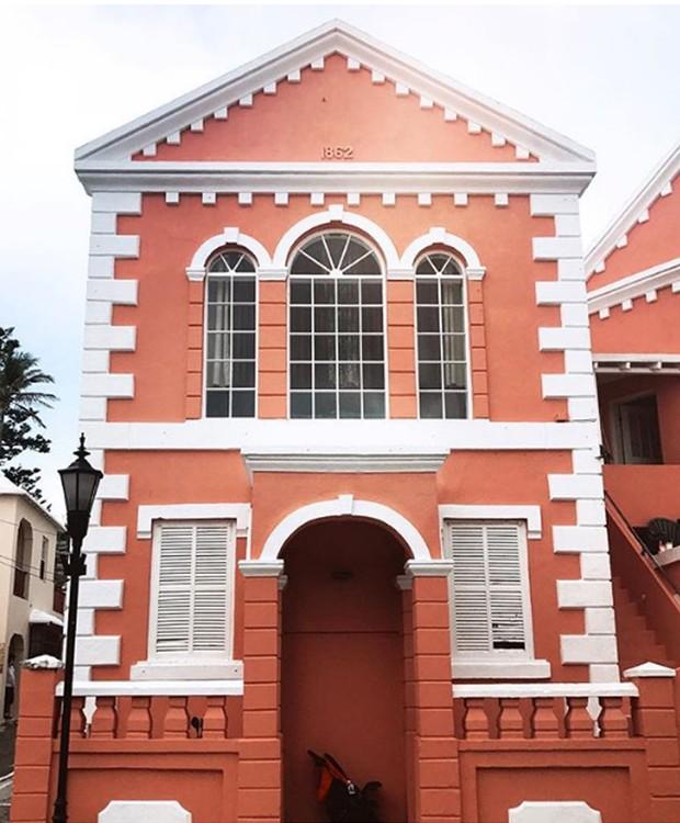 Casa cor-de-rosa fazem parte da arquitetura da cidade de St. George (Foto: Instagram/ Reprodução)