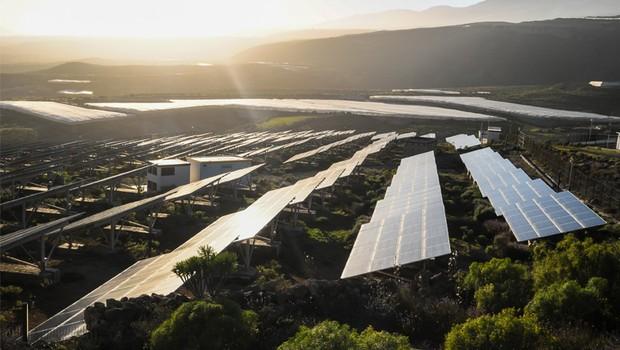 Os ganhos são enormes para o produtor rural que adota a energia solar como matriz energética (Foto: Thinkstock)