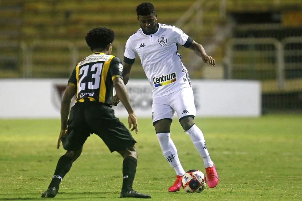 Rafael Carioca não foi bem em estreia pelo Botafogo — Foto: Vitor Silva/Botafogo