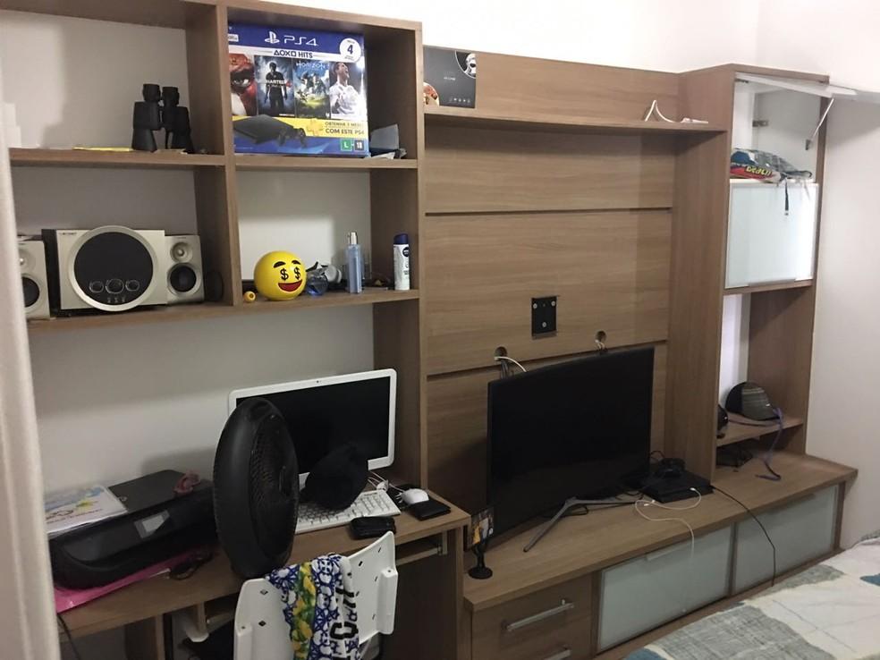 Apartamento onde Crânio foi preso contava com computador e outros eletroeletrônicos (Foto: Divulgação/ Polícia Civil)