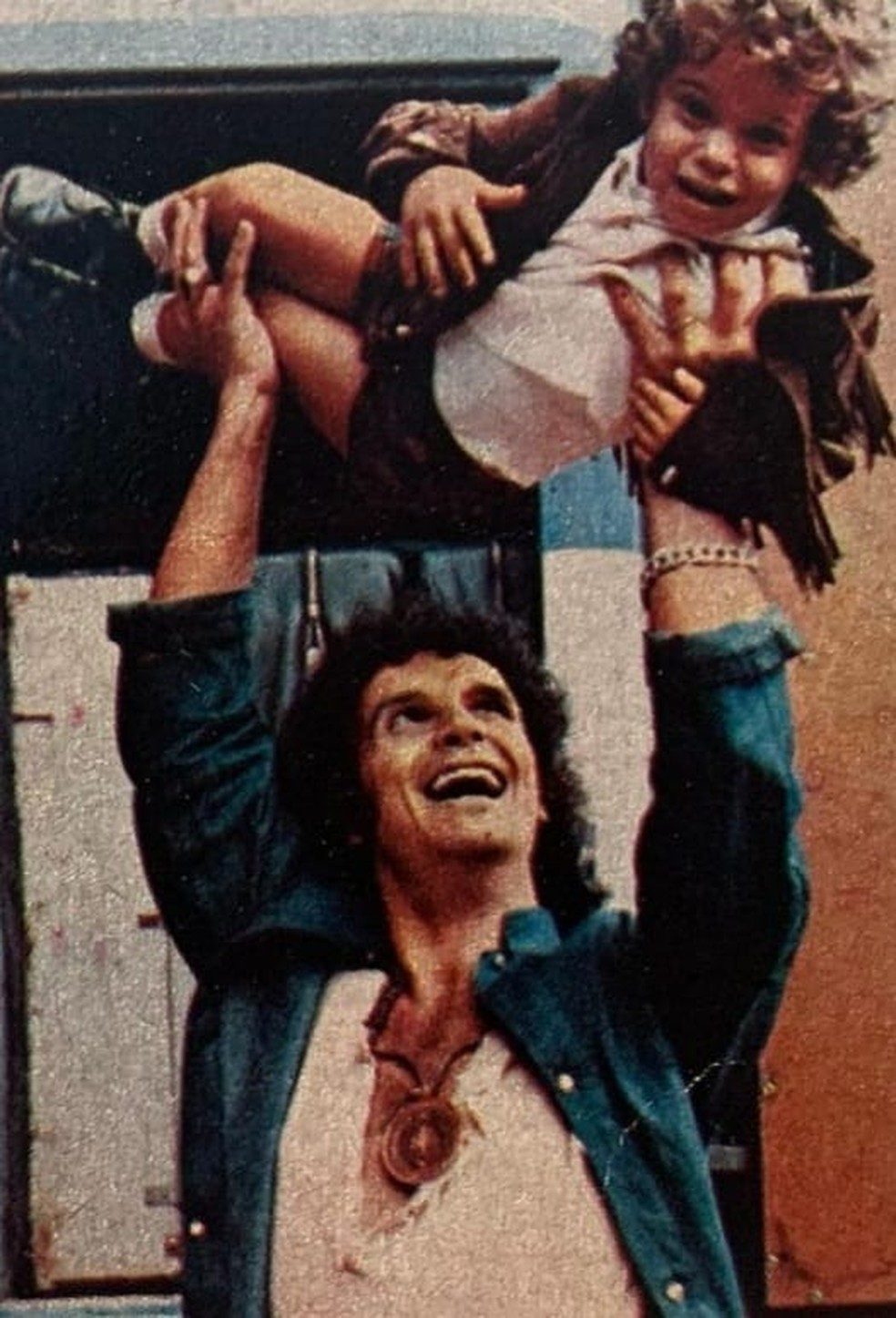 Roberto Carlos com Dudu Braga em 1971, em ensaio da antiga Revista Realidade. Dudu tinha três anos de idade.  — Foto: Reprodução/Youtube