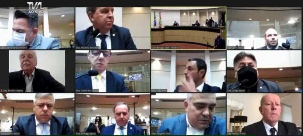Votação do pedido de impeachment na comissão especial ocorreu nesta terça-feira — Foto: TV Alesc/Reprodução