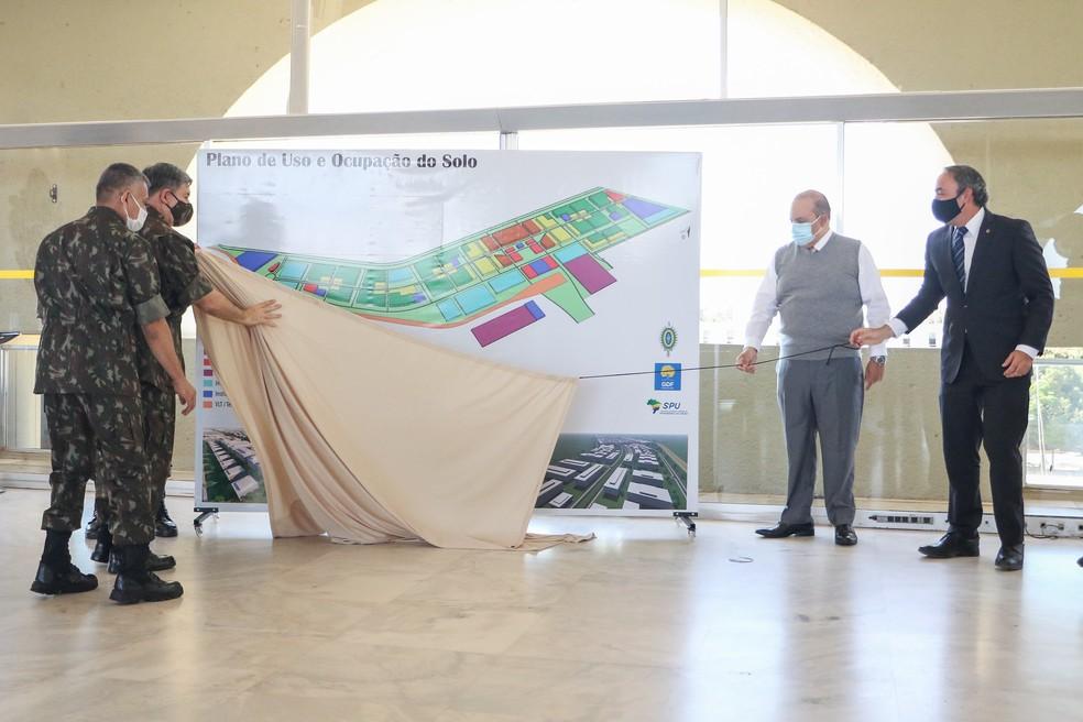 Cerimônia de entrega do projeto de construção de novo bairro no DF — Foto: Renato Alves/Agência Brasília