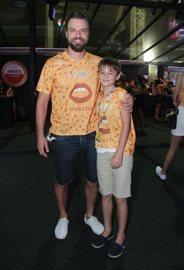 Cássio Reis e o filho, Noah (Foto: Wallace Barbosa/AgNews)