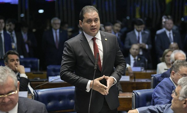 Relator da lei de improbidade no Senado, Weverton Rocha (PDT-MA), rejeitou emendas e foi contra debate