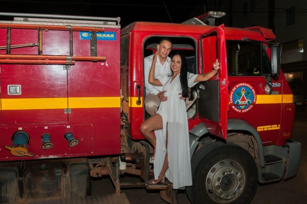 Bombeiro simula incêndio em hotel para surpreender namorada com pedido de casamento