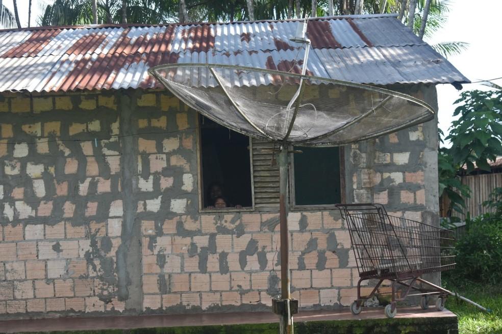 Casa inacabada em São Gabriel da Cachoeira onde Daniela vive com a família — Foto: Lana Torres/G1