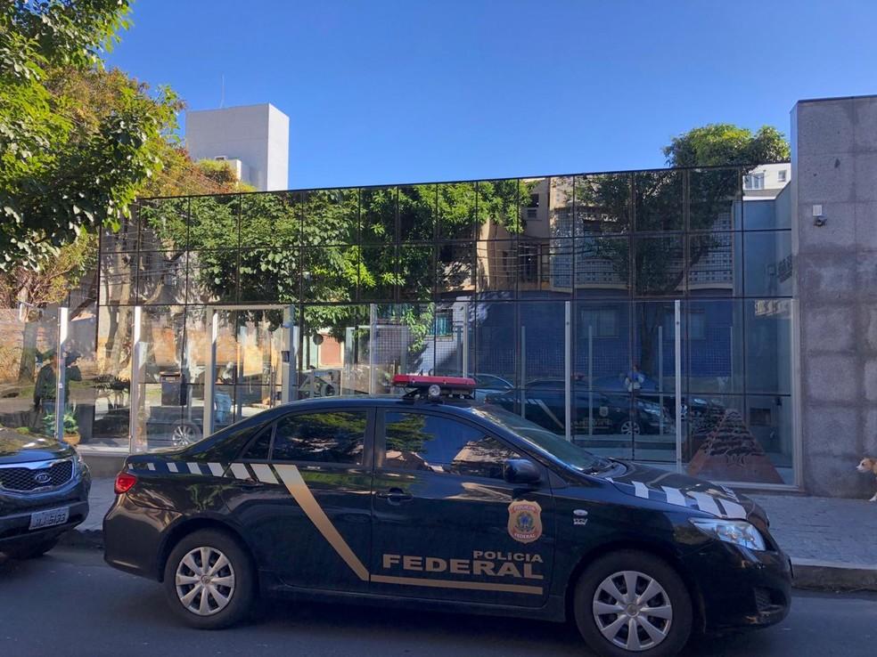 Polícia Federal cumpre mandados de busca e apreensão em BH — Foto: Tábata Poline/TV Globo