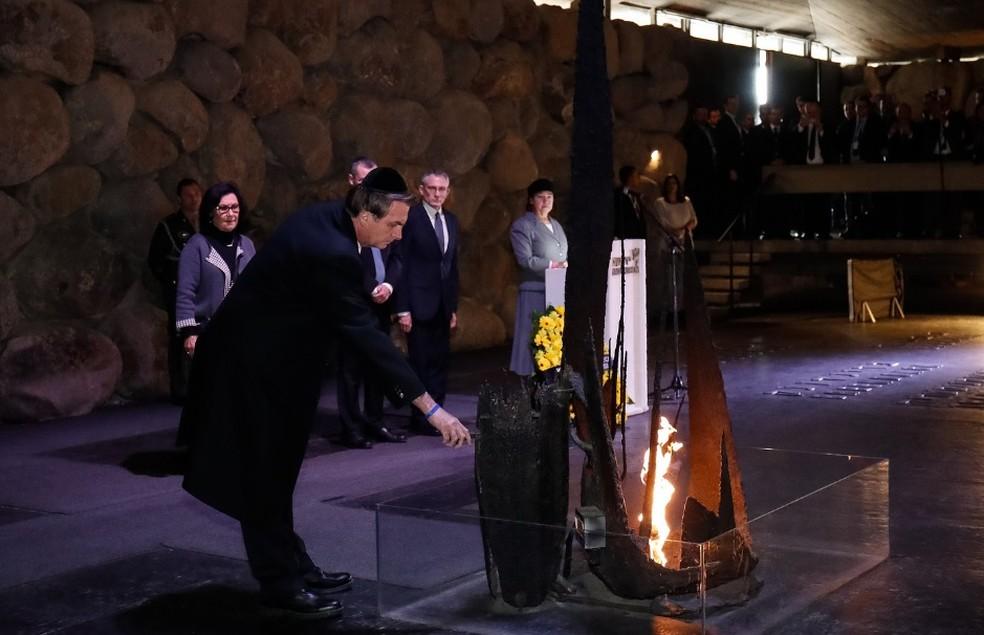 O presidente Jair Bolsonaro, em Israel, ao visitar nesta terça (2) o Centro Mundial de Memória do Holocausto — Foto: Alan Santos/PR