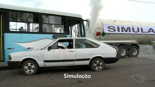 Simulação de acidente grave é feita por equipes de resgate na Serra, ES