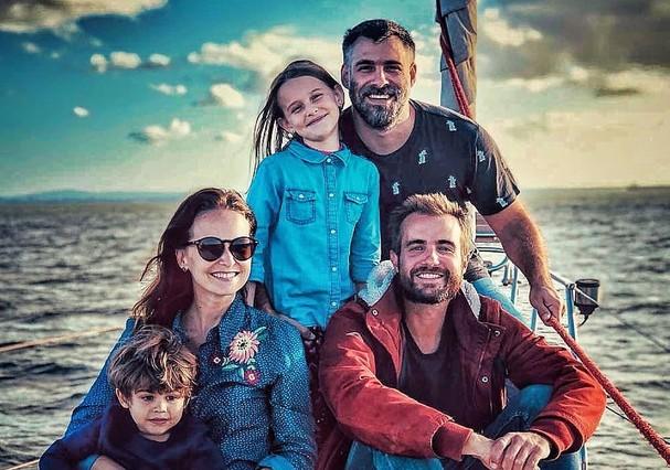 Max Fercondini recebe Fernanda Rodrigues e família em seu veleiro (Foto: Reprodução / Instagram)