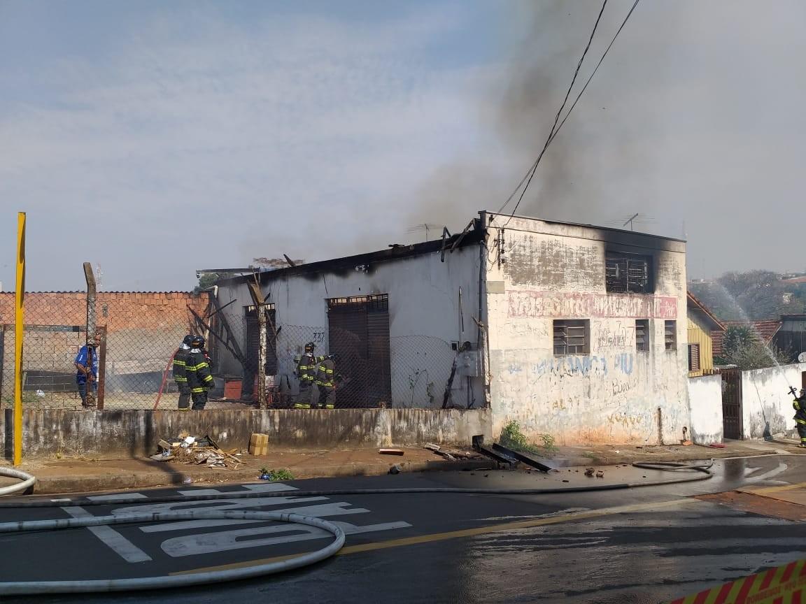 Incêndio destrói marcenaria na Vila Industrial, em Presidente Prudente - Notícias - Plantão Diário