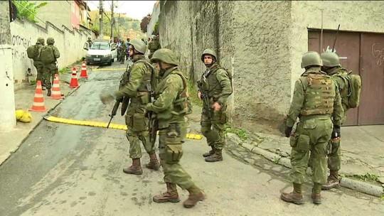 Operação das Forças Armadas e das polícias do Rio contra o tráfico de drogas prende 18