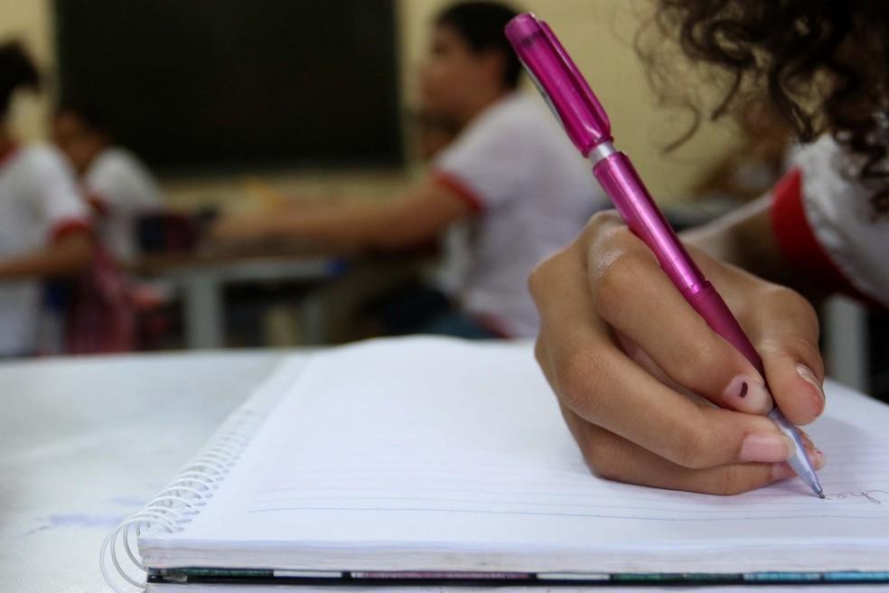 Estudante em escola da rede pública de ensino do DF — Foto: Andre Borges/Agência Brasília