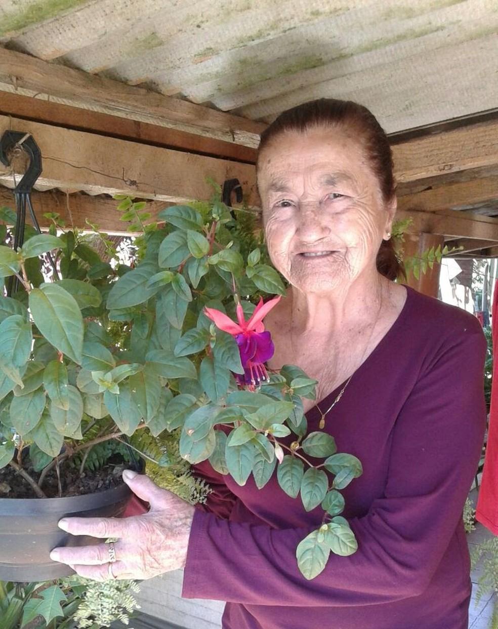 Dona Vitalina está na casa da filha, em quarentena, e espera poder voltar logo para a fazenda dela, em Leópolis — Foto: Vitalina dos Santos/Arquivo pessoal