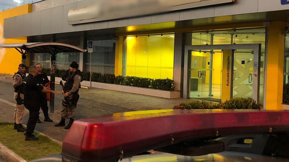Agência bancária fica localizada na avenida Beira Rio, em João Pessoa (Foto: Walter Paparazzo/G1)