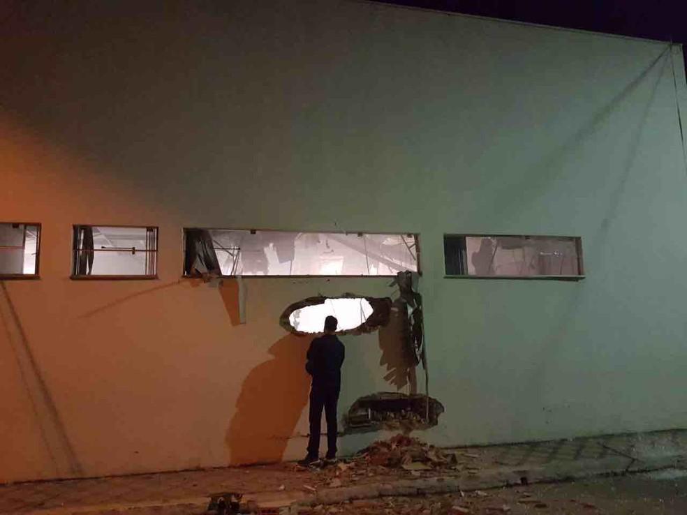 Com explosão, agência foi destruída (Foto: Vanguarda Repórter)