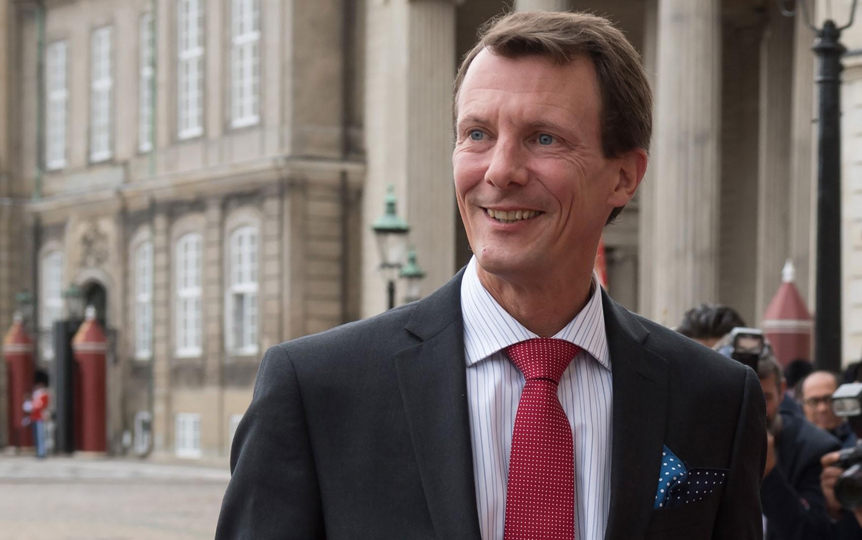 Príncipe dinamarquês recebe alta após AVC na França